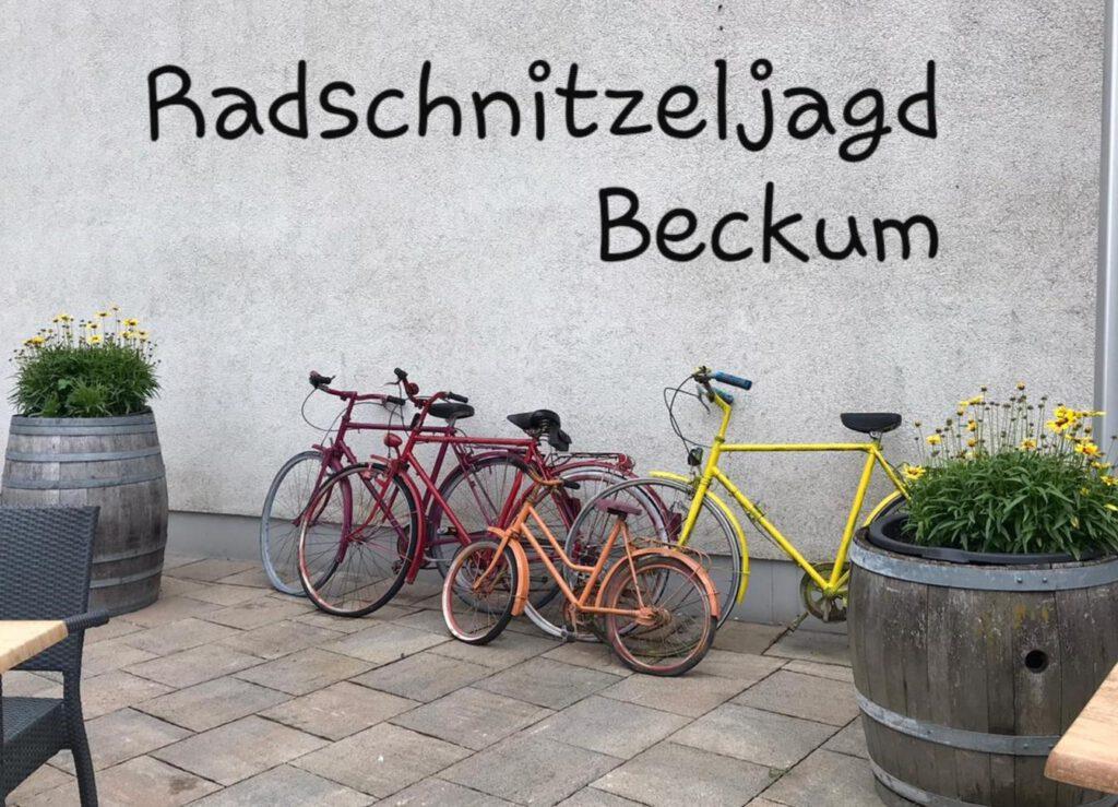 Radschnitzeljagd Beckum, Ansicht Fahrräder im Innenhof des Restaurants