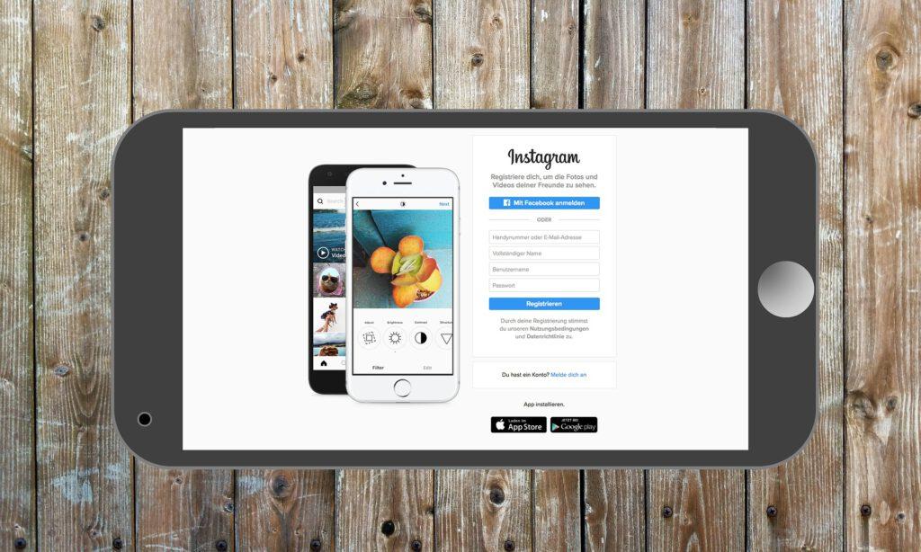 Zu sehen ist ein Handy mit einem Instagram Account.